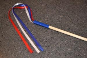 Fourth of July craft: Fourth of July ribbon wand. www.chambanamoms.com