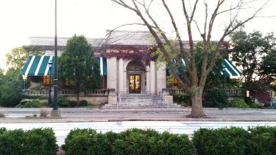 5 things you may not know about the urbana free library on www.chambanamoms.com