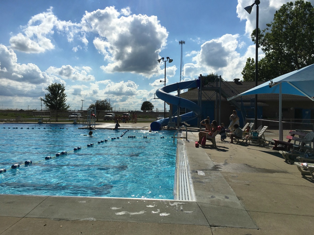 Get to Know the Tuscola Swimming Pool, just outside Champaign-Urbana, on Chambanamoms.com