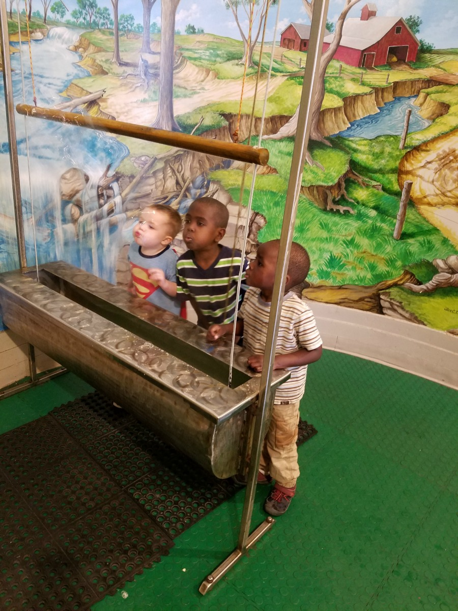 Top 10 Things to Do at the Orpheum Children's Science Museum in Downtown Champaign on Chambanamoms.com