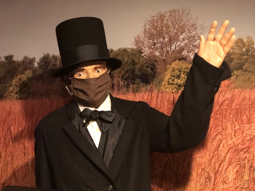 Abraham Lincoln wearing mask